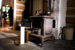 unieke oude, gegoten, ijzer, houtkachel, hout, kolen, kamer