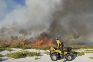 Feuerwehrmann, überwacht, kontrolliert, Feuer, fahren, motor, fahrzeug