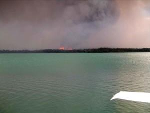 Skilak lac, la fumée, le feu