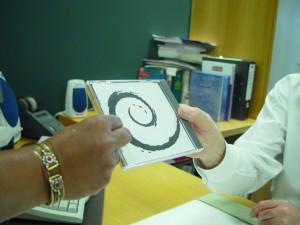 cadeau, mains, disque compact