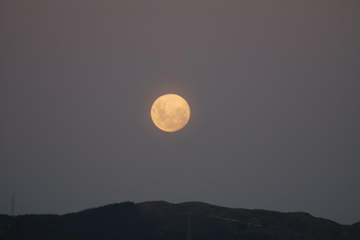 ขึ้นเต็ม ดวงจันทร์
