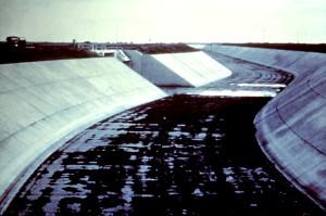 изогнутые, ирригации, канал, пустой, вода