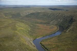 Fluss, Schlucht, Hügel, Felder