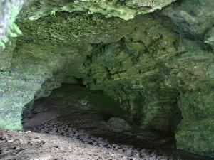 Keshcorran, cuevas