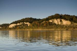 matala, kalkkikivi kallioita, joki