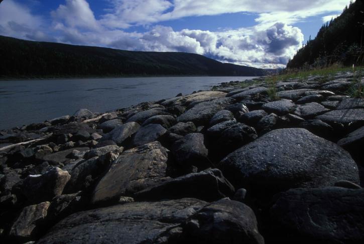 grand, noir, pierres, rivière, rive
