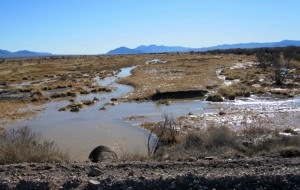 Wasser fließt, laufen, Rohr, Überschwemmung, niedrig, liegend, Bereich