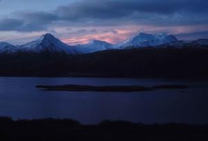 nieve, cubierto, montañas, oscuridad, pintorescos
