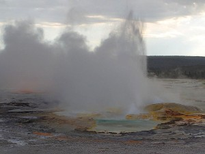 Yellowstone, gejzirima, zalasci sunca