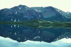 panoramico, Togiak, lago, montagne, fondo, che si riflette, acqua