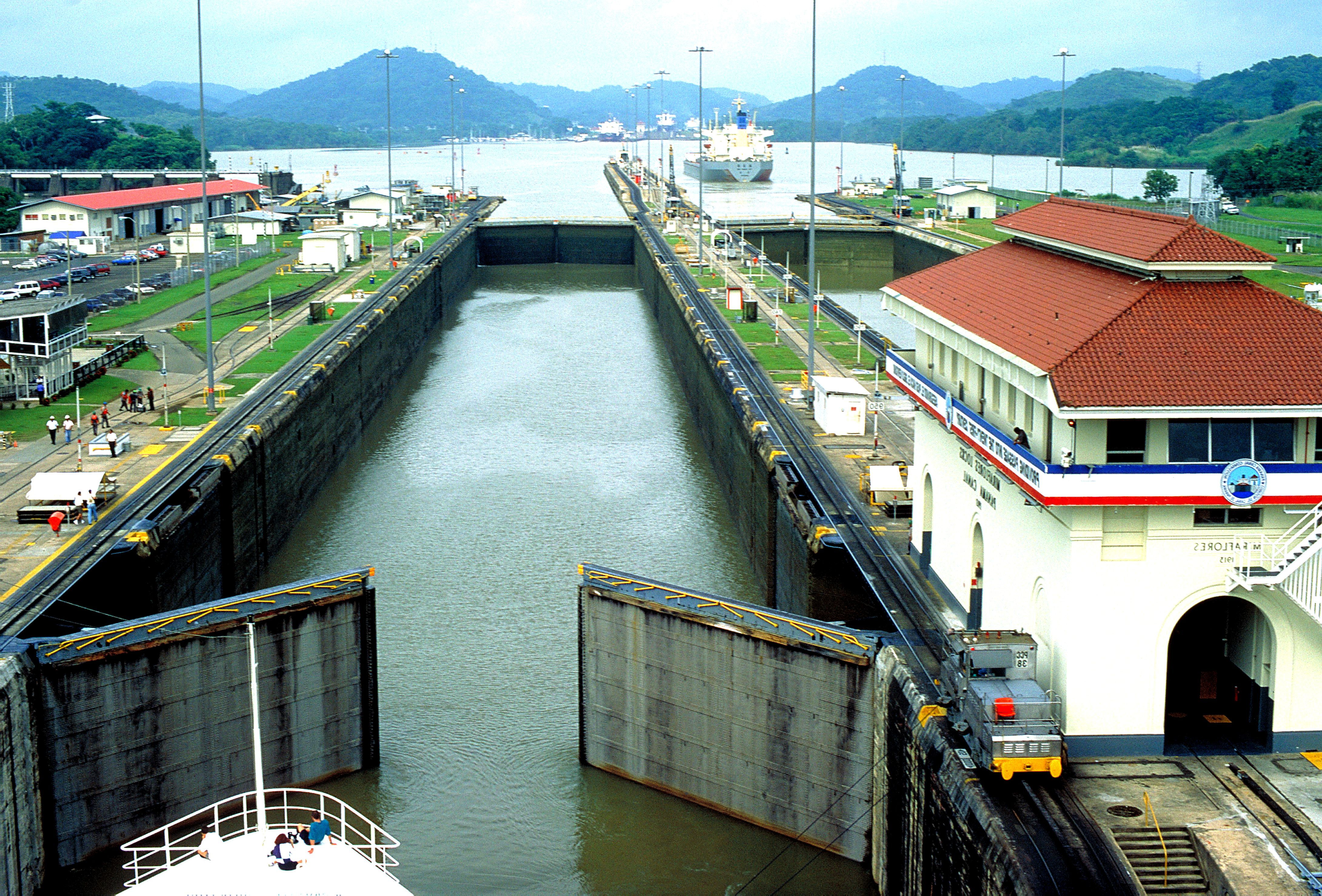 free picture  locks  pacific  ocean  panama  canal