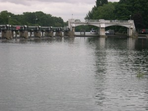 Wehr, Themse, Teddington, London