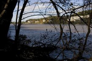 aurinkoinen, kalkkikivi kallioita, Missouri, joki, kuvastua, puita