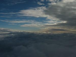 10000 metrů, obloha, mraky