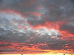 Rot, Wolken, Himmel
