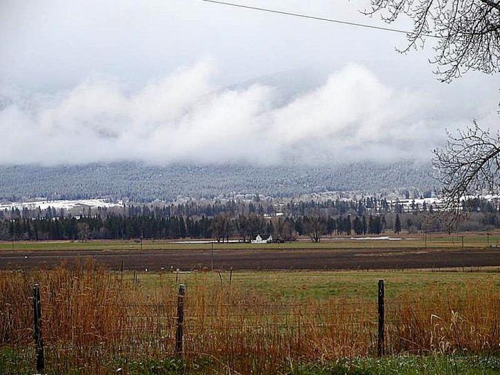 neige, nuages, champs, les clôtures, les fermes