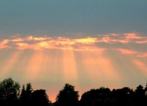 soleil, poutres, nuages