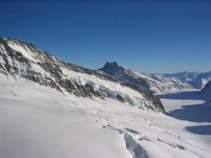 Berg, Tal, bedeckt, Schnee