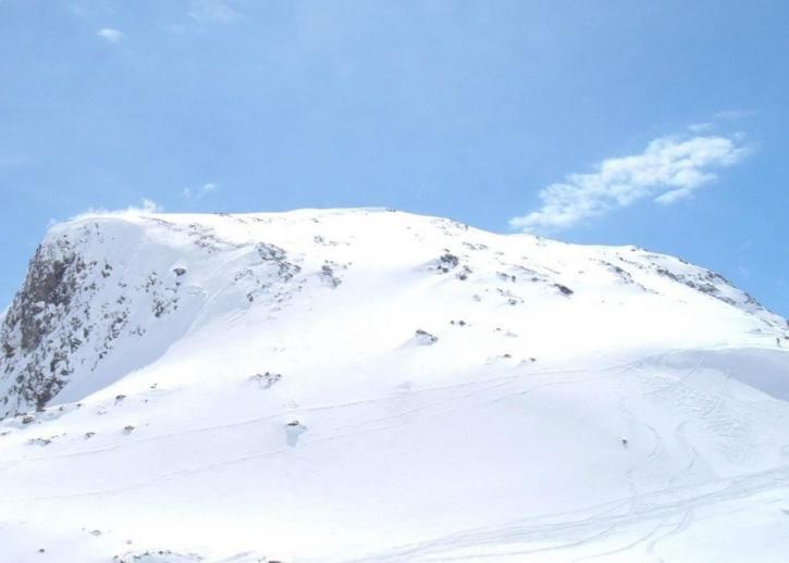 Descargar 2560x1440 Cielo Claro Sobre Las Montañas Nevadas: Imagen Gratis: Esquí, Montañas, Nieve