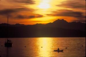coffre-fort, port, coucher de soleil, scène