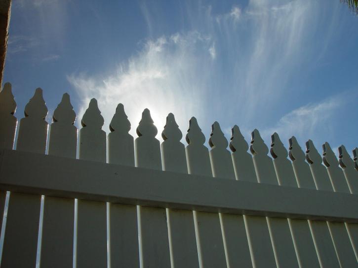 la lumière du soleil, piquet, barrière