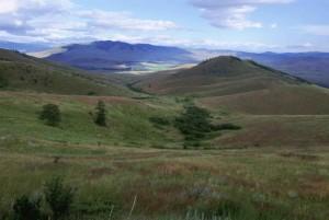 pittoresque, prairie, couvert, montagnes, vallées, rivière, loin, la distance