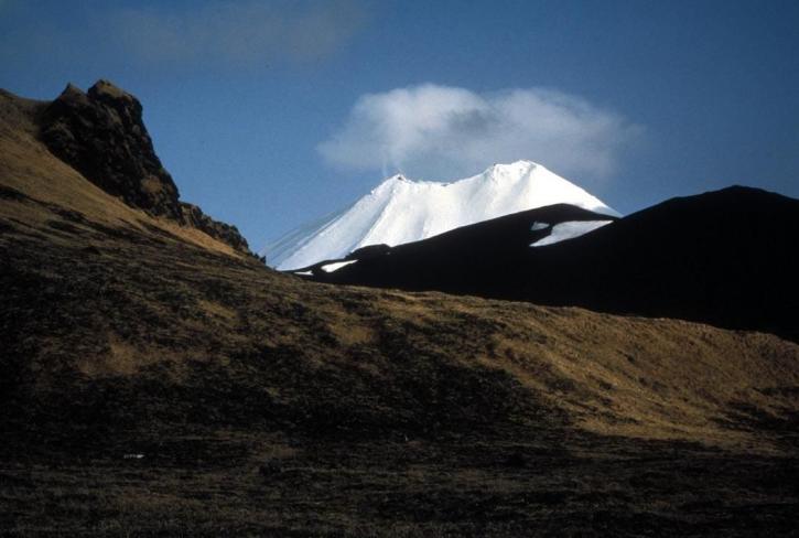 Île Amukta, volcan