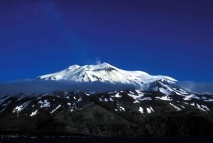 kiska, isla, volcán, la parte superior, el cráter