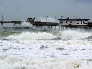 nino, waves, piers, ocean, seagulls, cafes