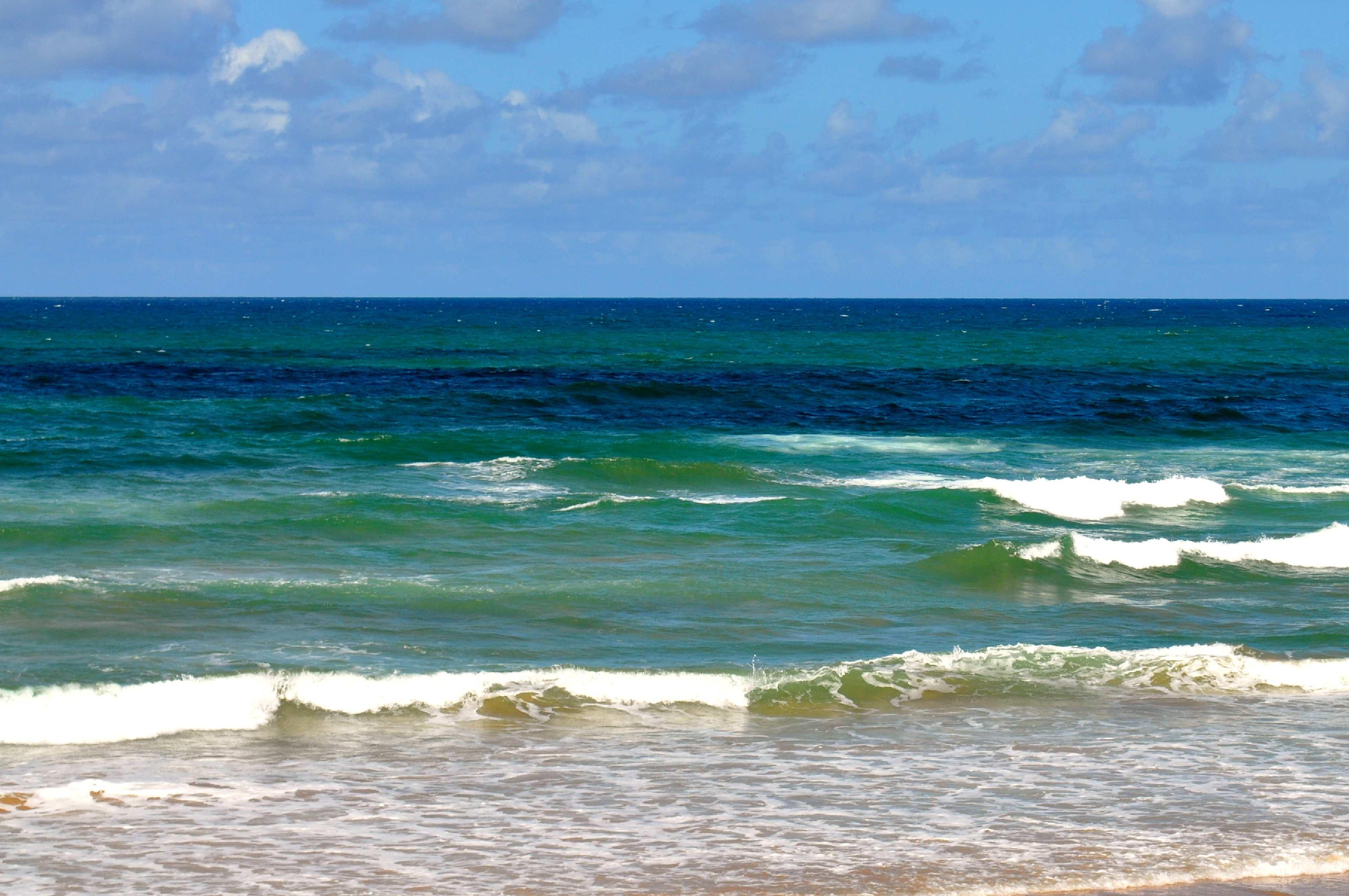 Free photograph; quiet, waves, beach
