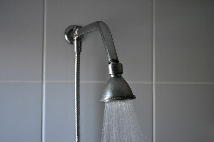 kupaonica, tuš, vruća voda