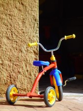 enfant, tricycle, rouge, bleu, jaune