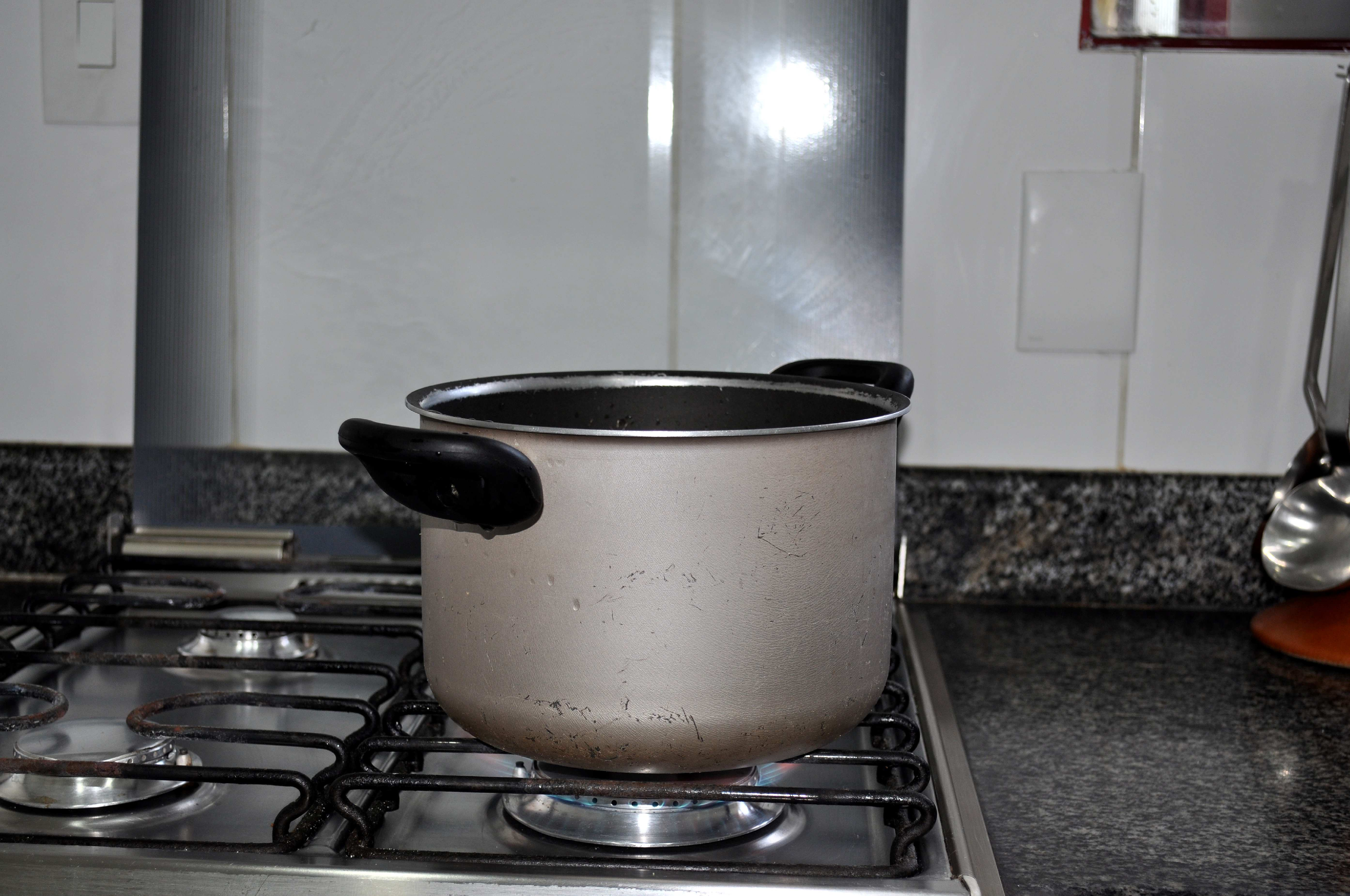 Free photograph; close, pot, cooking, kitchen, stove