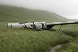Primer plano, restos, mundo, guerra, aviones, avión, hierba