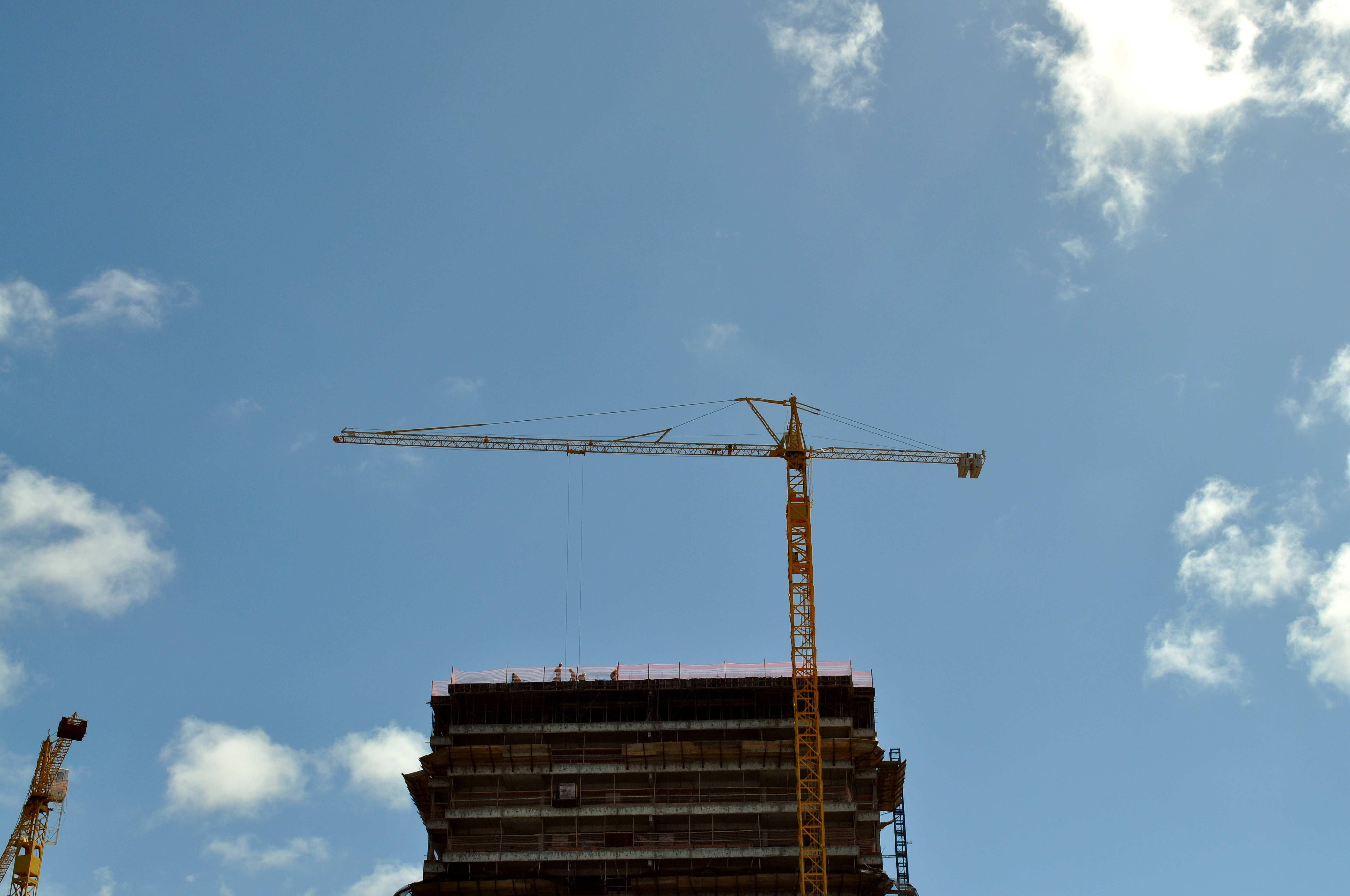Free photograph; big, machinery, construction, crane, building