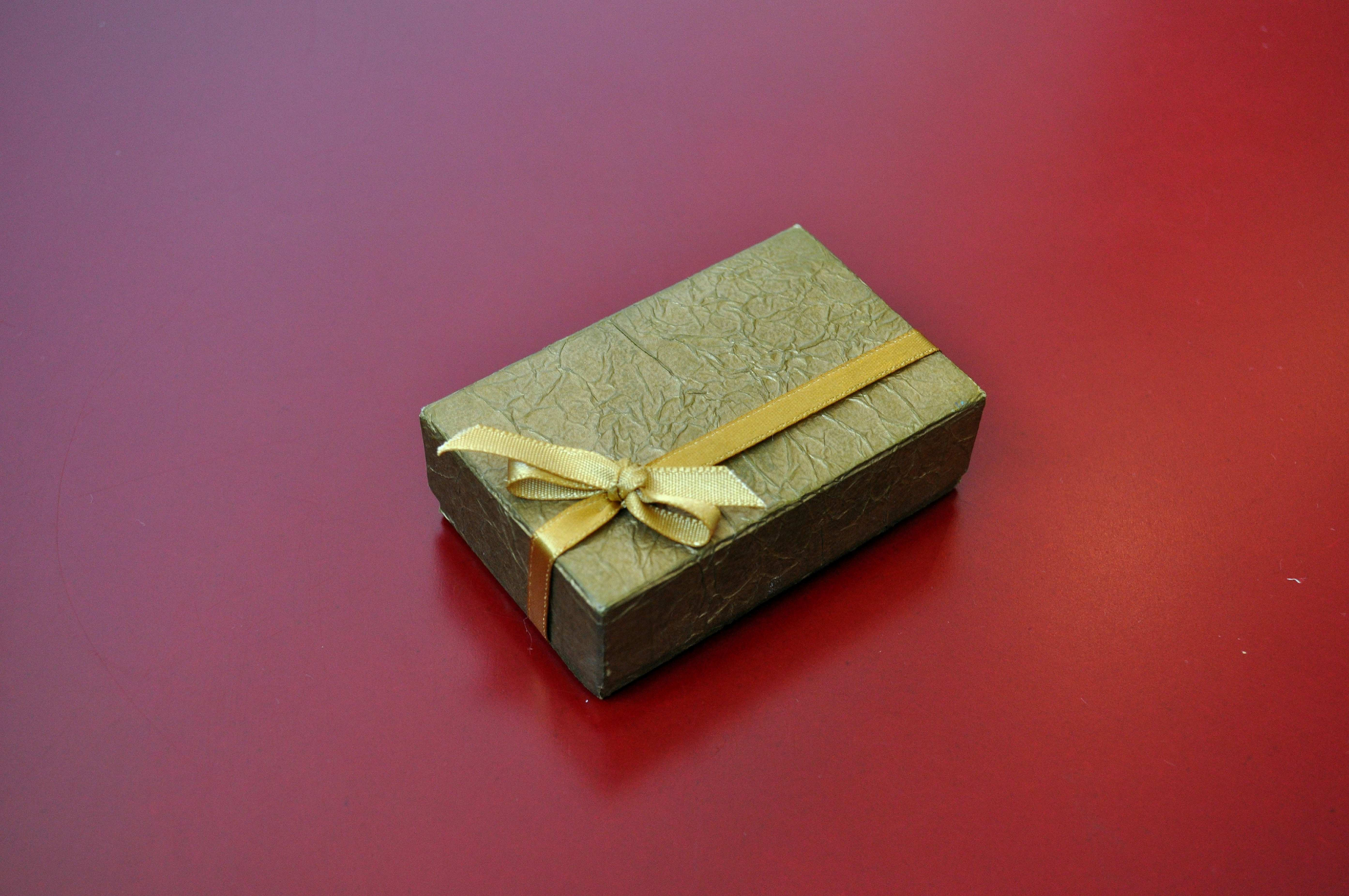 Free photograph; decorative, cardboard, boxes, gifts, table