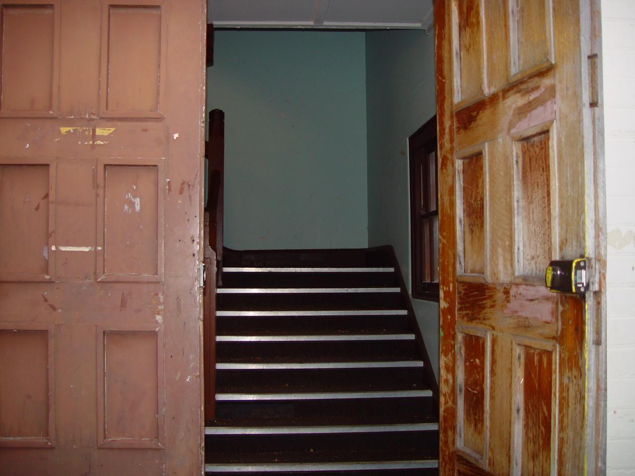 open door stairwell & Free picture: open door stairwell