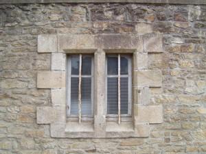 deux, vieux, fenêtres, maison