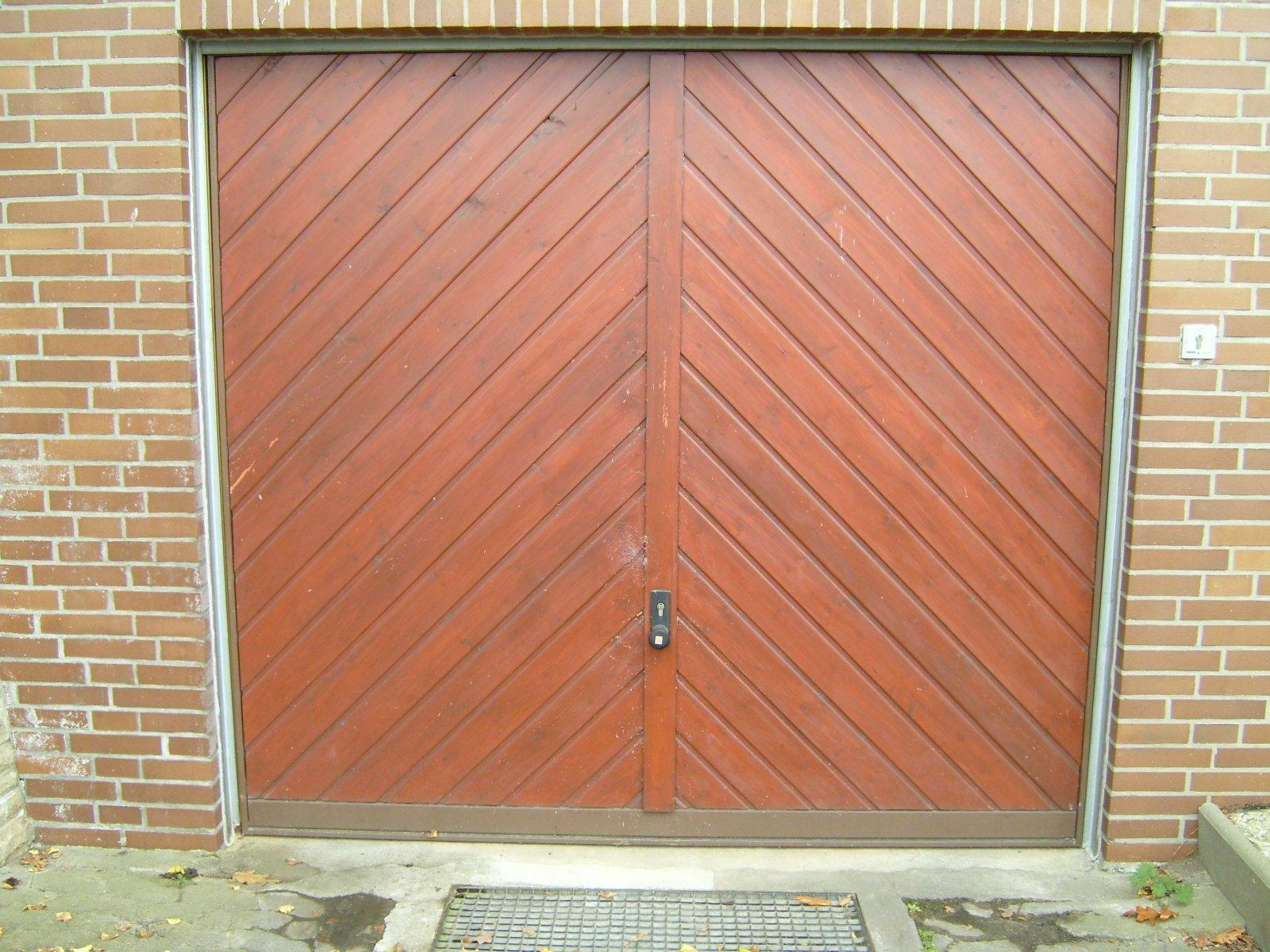 Free Picture Wooden Garage Door