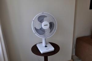 électrique, ventilateur, chambre, petite table
