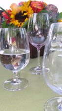 víno, poháre, stôl, vpredu, kvety