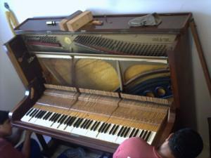 piano, installation
