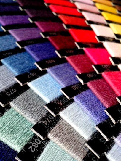u boji, konca za šivanje, zatvorite