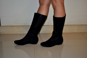 femme, porter, noir, chaussures, jambes