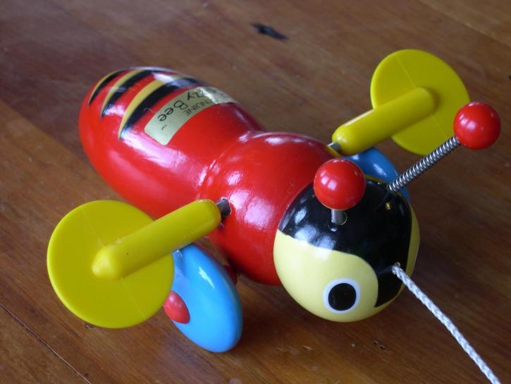 Buzzy, včela, hračka