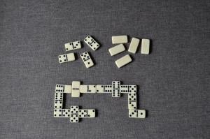 pelata, Domino