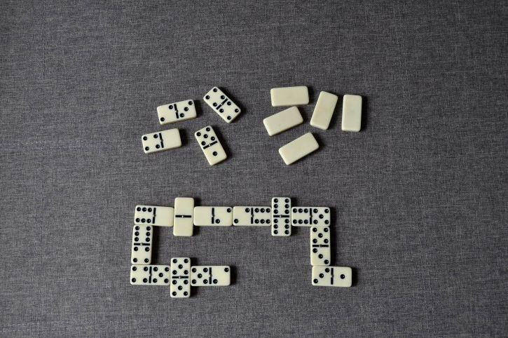 play, dominoes