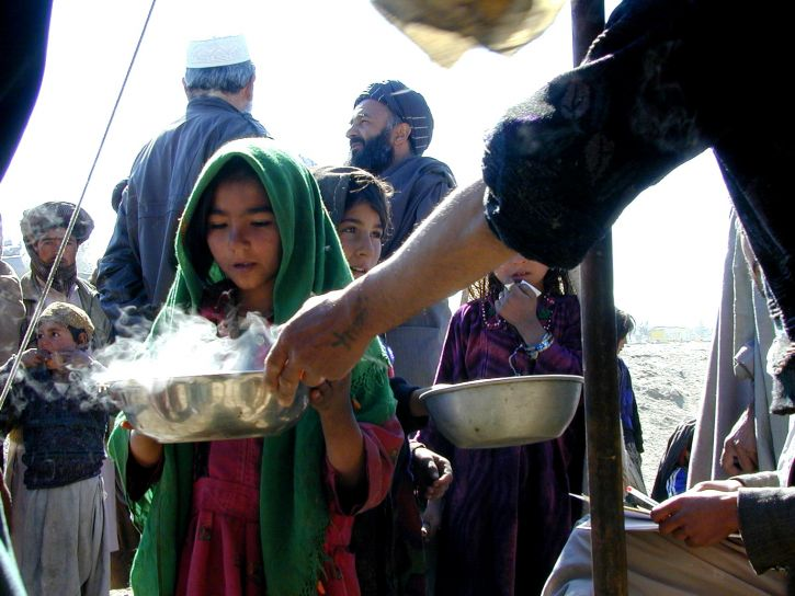 Afganistan, dziewczyny, odbierać, ciepły, jedzenie