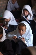 Afganistan, dievčatá, učebňa, scéna