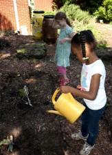 Afro-américaine, fille de l'école, le travail, jardin